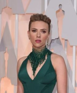 Oscars2015_red_carpet_Scarlett_Johanson - copia