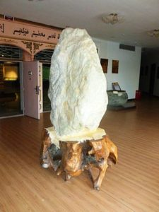 Large_mutton_fat_jade_displayed_in_Hotan_Cultural_Museum_lobby